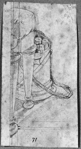 Tabouret antique et boîte ronde (Contenant des rouleaux.)