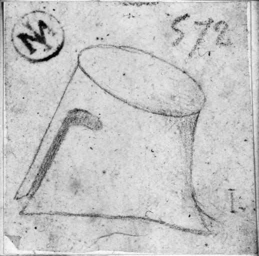 Casque grec (de forme cylindrique)_0