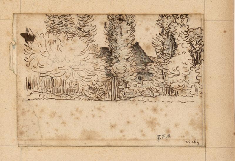 Bâtiment de ferme derrière un rideau d'arbres