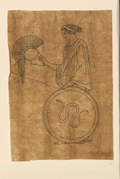 Femme tenant un casque et un bouclier_0
