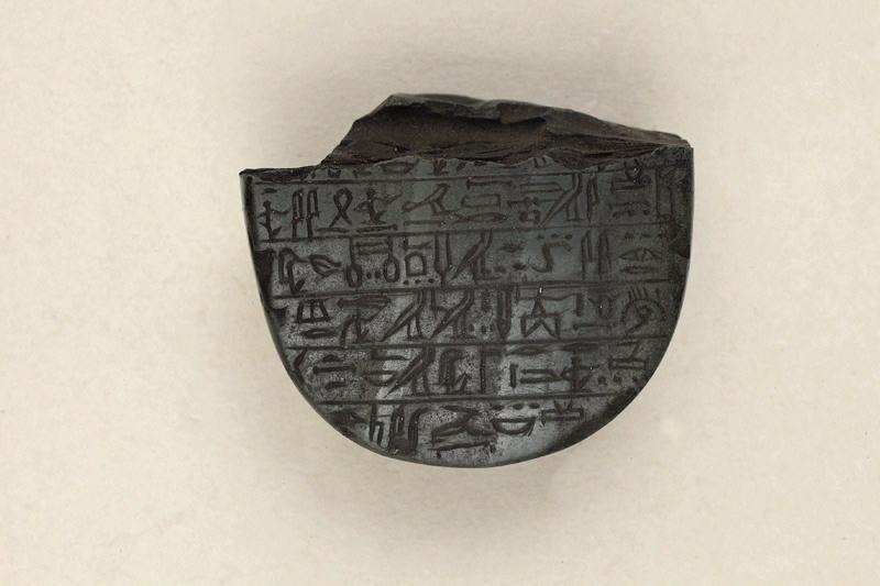 amulette (?, fragment)