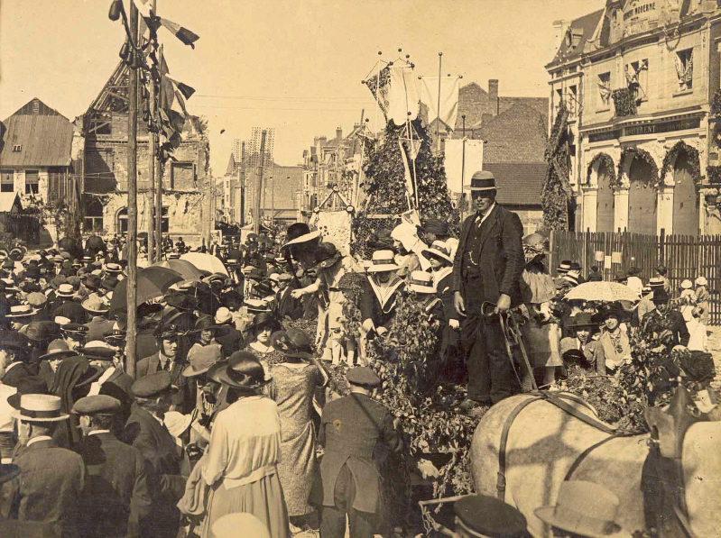 SOUILLARD Edouard (photographe) : Fête des fleurs ou cortège fleuri organisé par la ville de Péronne en 1924