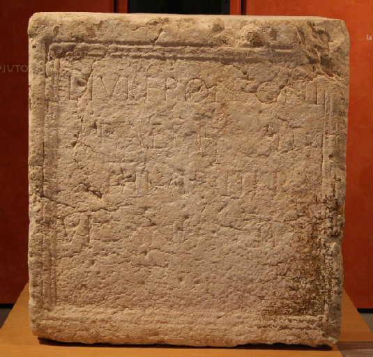 Inscription à Lucius Iulius Fronto_0