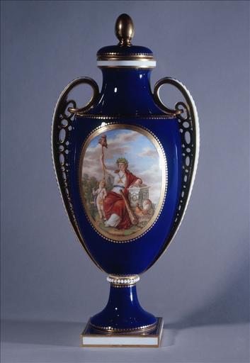 Vase couvert de forme ovoïde 'La France gardant la Constitution'_0