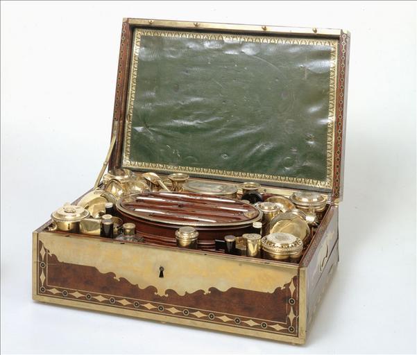 Nécessaire de campagne de Napoléon Ier. Instruments de travail_0