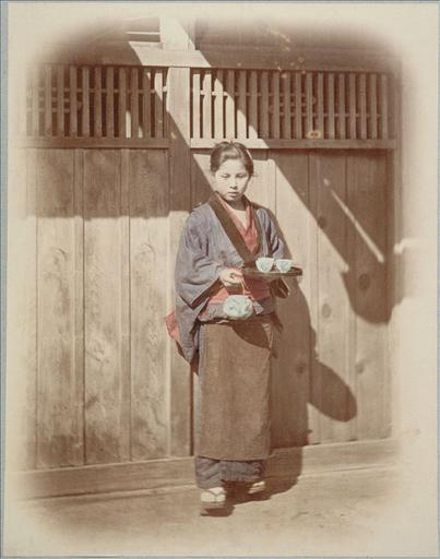 Photographies anciennes du Japon : Une serveuse de thé, vers 1868 - 1870_0