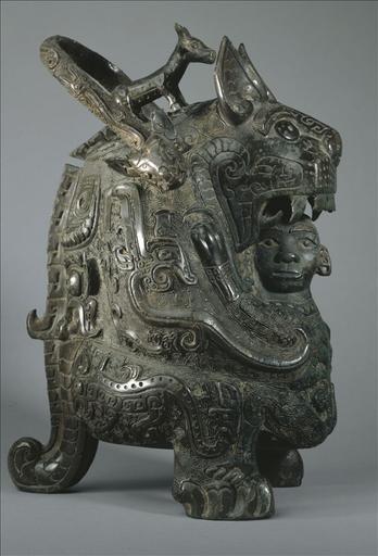 Tigresse en bronze, Chine, fin époque Shang ; Vase you en forme de félin dit ' La Tigresse '