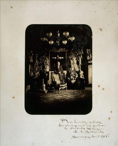 Victor Hugo dans le salon rouge de Hauteville House, 1868_0