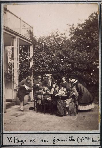Victor Hugo et sa famille au dîner des enfants pauvres à Hauteville House_0