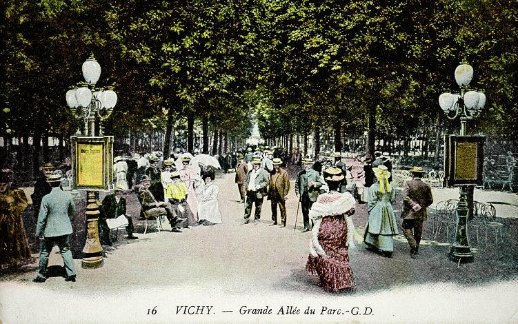 16 VICHY. - Grande Allée du Parc_0
