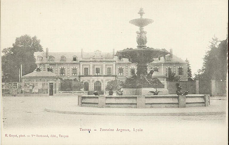 TROYES - Fontaine Argence, Lycée (caractères rouges)_0