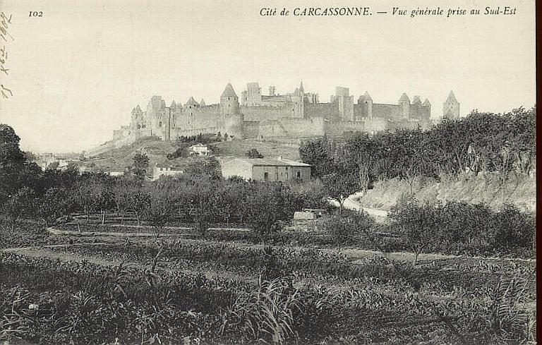 102 Cité de CARCASSONNE. - Vue générale prise au Sud-Est_0
