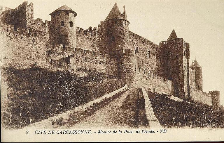 8 CITE DE CARCASSONNE. - Montée de la Porte de l'Aude_0
