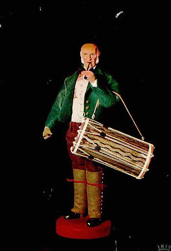LES SANTONS PROVENCAUX / de PUCINELLI - MEINNIER / 13.700 / 3 'lou tambourinaire (XVIIIe s.)' / Le tambourinaire du XVIIIe s._0