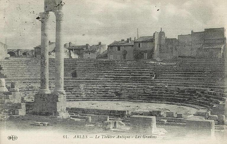 61. ARLES. - Le Théâtre Antique - Les Gradins_0