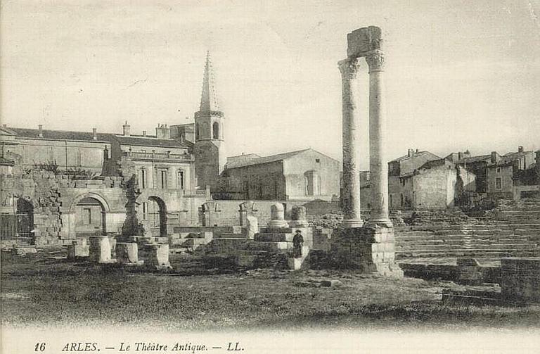 16 ARLES. - Le Théâtre Antique_0