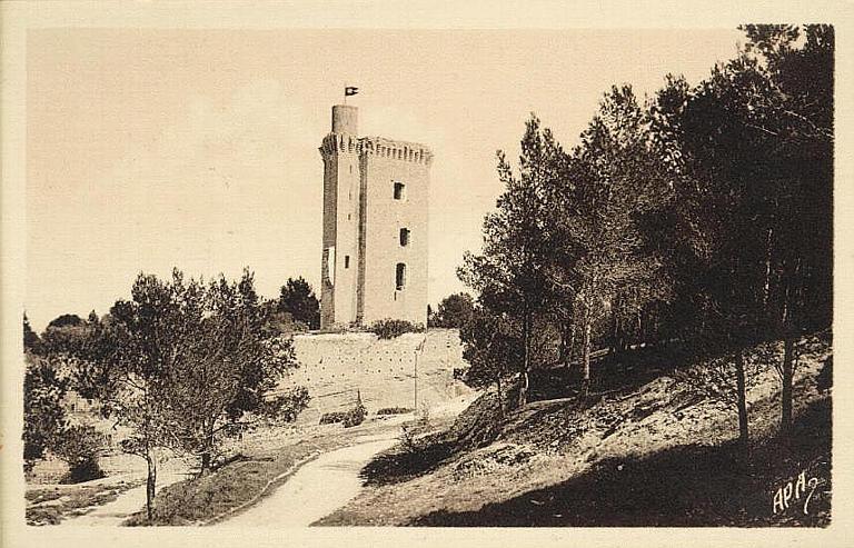 Les Bouches-du-Rhône illustrées / 6. BARBANTANE. La Tour du Vieux Château_0