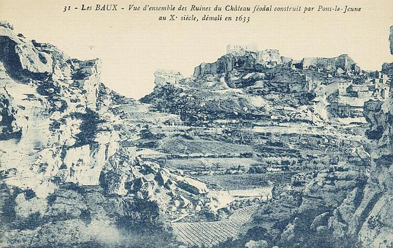 31 - LES BAUX - Vue d'ensemble des ruines du Château féodal bâti par Pons-le-Jeune / au Xe siècle, démoli en 1633_0