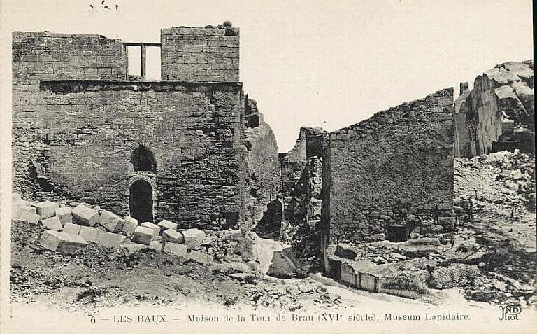 6 - LES BAUX. - Maison de la Tour du Brau (XVIe siècle), Museum Lapidaire_0