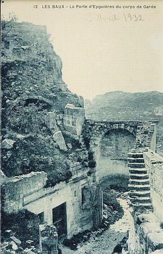 12 LES BAUX - La Porte d'Eyguières du corps de garde_0