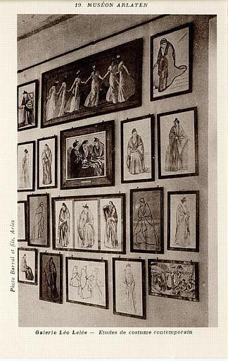 19 MUSEON ARLATEN (en haut) / Galerie Léo Lelée - Etudes de costume contemporain (en bas)_0