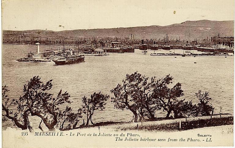 235 MARSEILLE. - Le Port de la Joliette vu du Pharo (titre en français et en anglais)_0