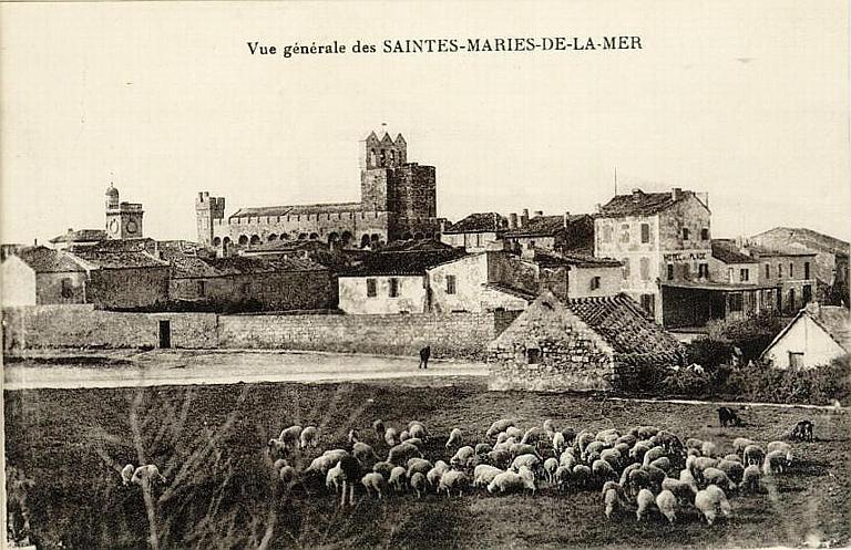 Vue générale des SAINTES-MARIES-DE-LA-MER_0