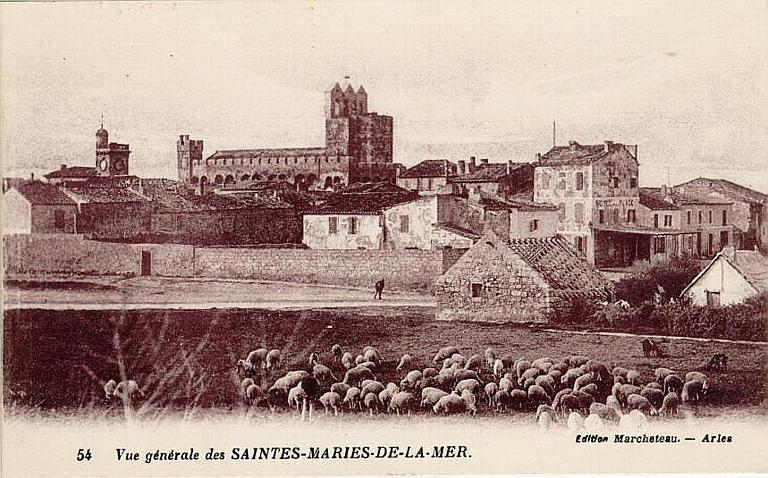 54 Vue générale des SAINTES-MARIES-DE-LA-MER_0