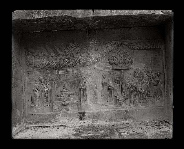 anonyme (photographe) : [Jiangsu]. [Nanjing], K'i-hia sseu [Qixiasi], bas-relief de la tour