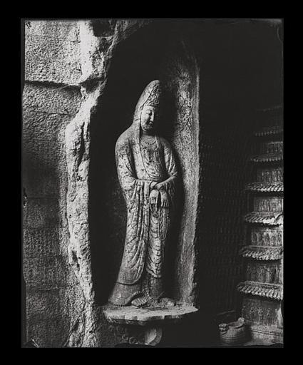 anonyme (photographe) : [Zhejiang]. Hang-tcheou [Hangzhou], Yen-hia tong [Yanxiadong], statue de Kouan-yin [Guanyin]