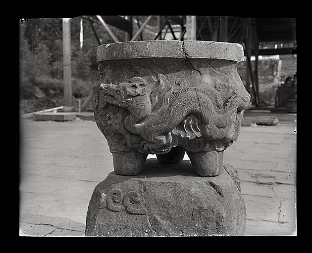 [Zhejiang]. Hang-tcheou [Hangzhou], Tsing-ts'eu sseu [Jingcisi], brûle-parfums (époque Song)