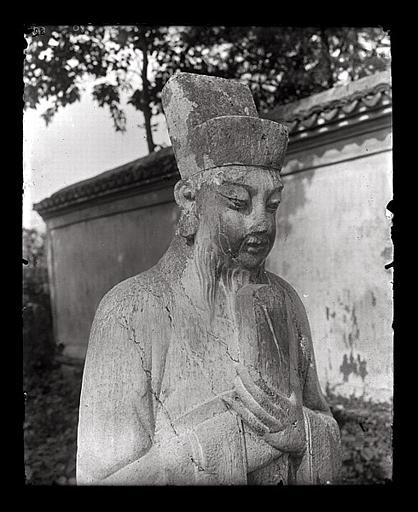 anonyme (photographe) : [Zhejiang]. Hang-tcheou [Hangzhou], tombeau de Yo Fei [Yue Fei], statue de mandarin, détail