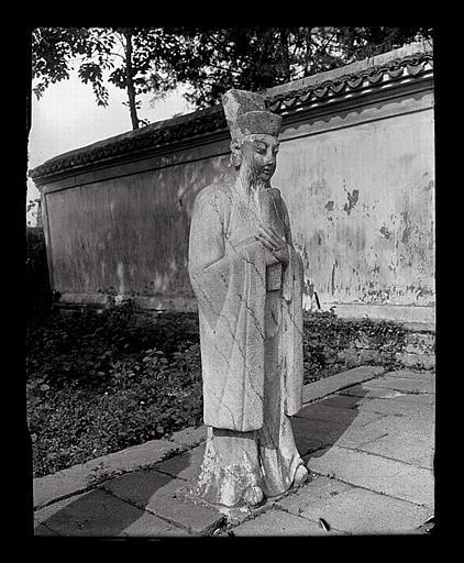 [Zhejiang]. Hang-tcheou [Hangzhou], tombeau de Yo Fei [Yue Fei], statue de mandarin_0
