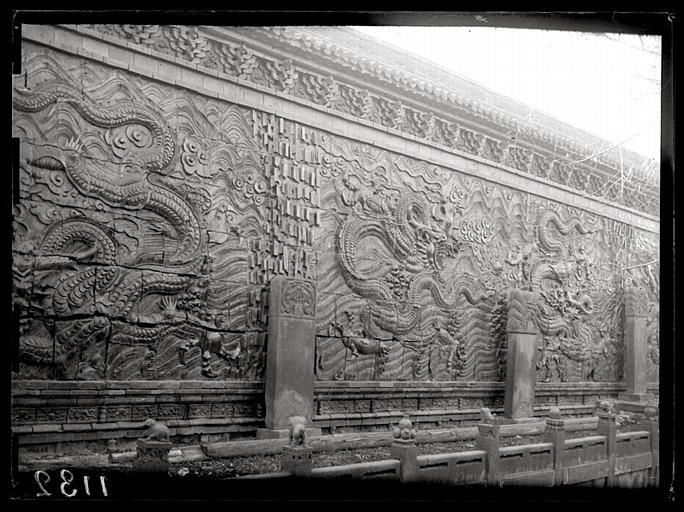 [Shanxi]. Ta-t'ong fou [Datongfu], mur en briques vernissées à l'intérieur de la ville