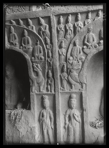 [Shanxi]. Yun-kang [Yungang], grotte B, intervalle entre deux niches de la paroi orientale
