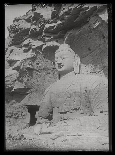 [Shanxi]. Yun-kang [Yungang], le grand Buddha vu de l'est_0