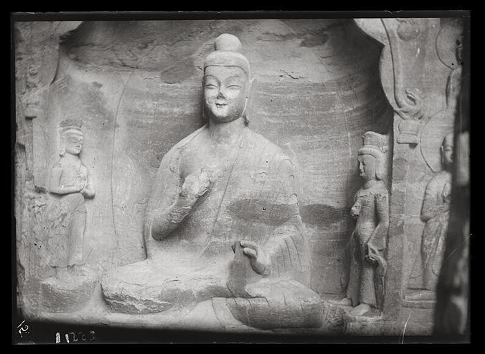 [Shanxi]. Yun-kang [Yungang], grotte n°17, niche à côté de l'entrée