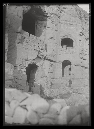 ZHOU : [Shanxi]. Yun-kang [Yungang], grotte n°16, extérieur