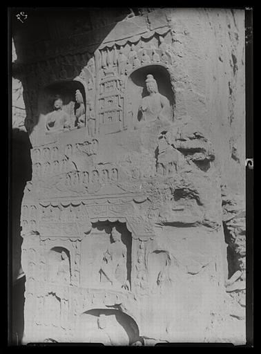 [Shanxi]. Yun-kang [Yungang], grotte n°14, face orientale de l'embrasure de l'entrée