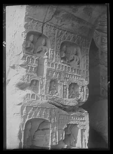 ZHOU : [Shanxi]. Yun-kang [Yungang], grotte n°14, face occidentale de l'embrasure de l'entrée