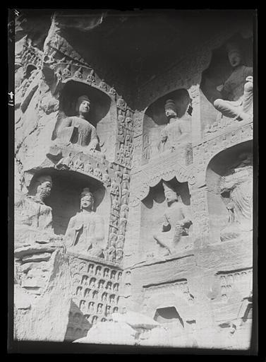 [Shanxi]. Yun-kang [Yungang], grotte n°12, paroi occidentale et partie occidentale de la paroi du fond