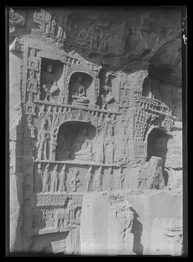[Shanxi]. Yun-kang [Yungang], groupe des grottes situées à l'ouest du temple, paroi occidentale de la grotte n°10