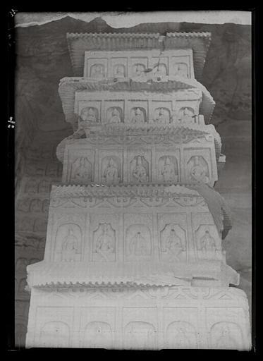 [Shanxi]. Yun-kang [Yungang], pilier central de l'avant-dernière des grottes situées à l'est du temple