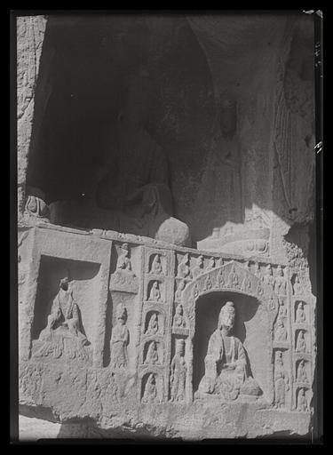 [Shanxi]. Yun-kang [Yungang], avant-dernière des grottes situées à l'est du temple, face occidentale de l'embrasure de l'entrée_0