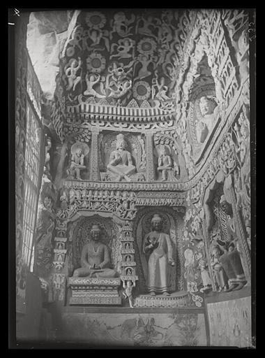 [Shanxi]. Yun-kang [Yungang], grotte n°6, paroi occidentale du vestibule