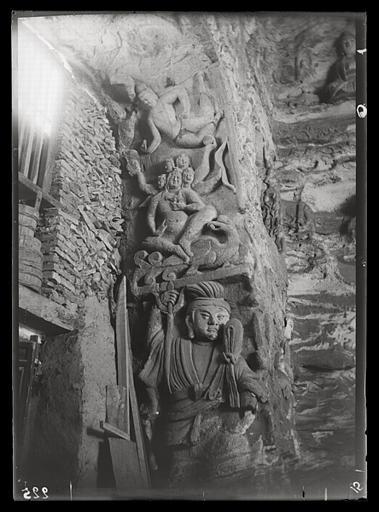 [Shanxi]. Yun-kang [Yungang], grotte n°4, embrasure de la porte, face ouest