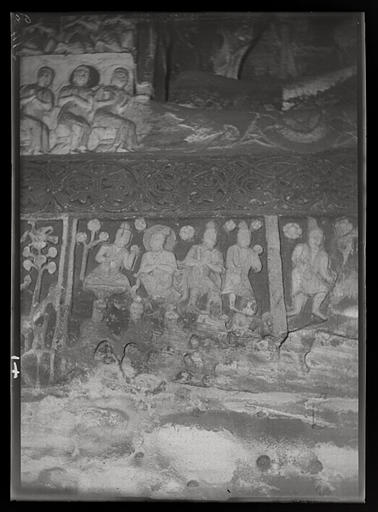 ZHOU : [Shanxi]. Yun-kang [Yungang], grotte n°2, scène non identifiée