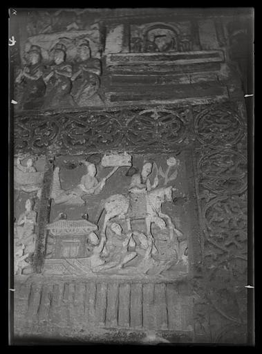 ZHOU : [Shanxi]. Yun-kang [Yungang], grotte n°2, le Bodhisattva quitte le palais