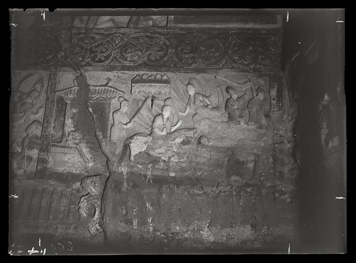 [Shanxi]. Yun-kang [Yungang], grotte n°2, rencontre du mort