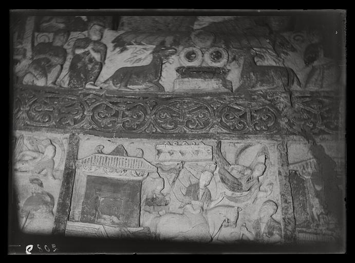 [Shanxi]. Yun-kang [Yungang], grotte n°2, rencontre du malade